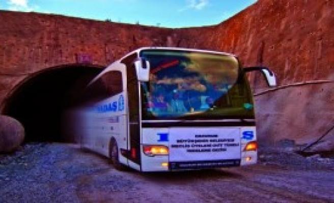 Ovit Tüneli'ne Otobüs Girdi