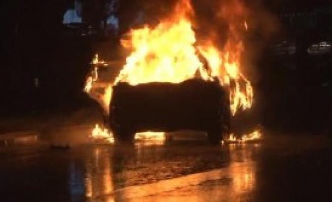 Jeepini Yaktı Lastiklerini Bıçakladı