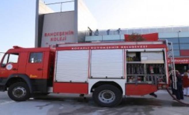 Özel Okulun Kütüpanesinde Yangın