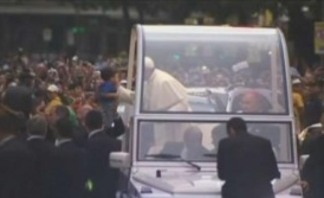 Papa'yı Brezilya'da Binler Karşıladı