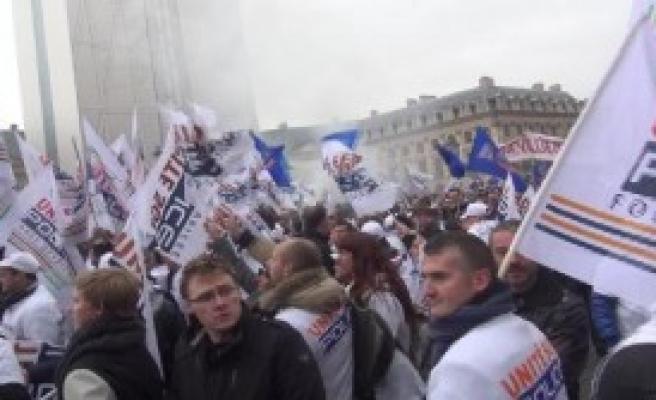Paris'te Polis Sokağa İndi