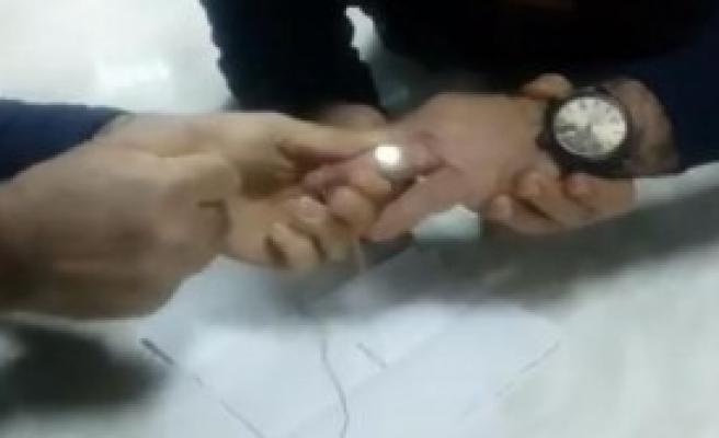 Parmağına Sıkışan Yüzüğü İtfaiye Çıkardı