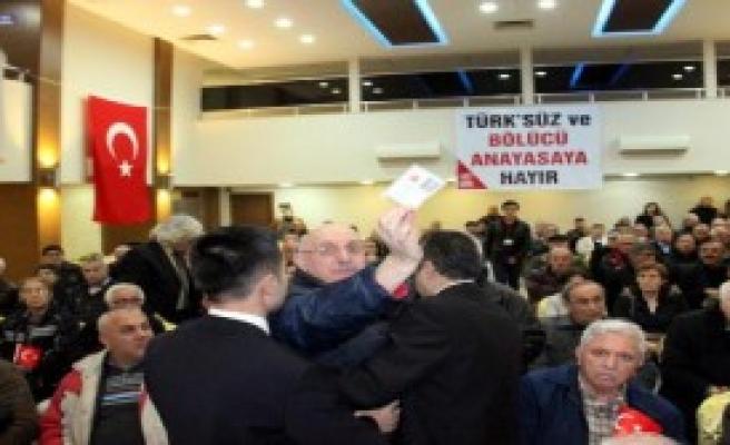 Konferansda Yeni Anayasa Gerginliği