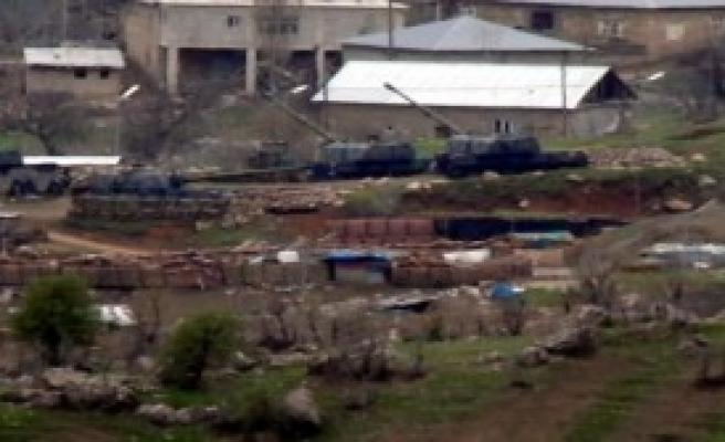 PKK'lılar Sınır Bölüğüne Ateş Açtı