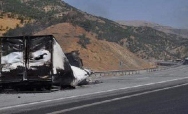 PKK'lı Teröristler Yine Araç Yaktı