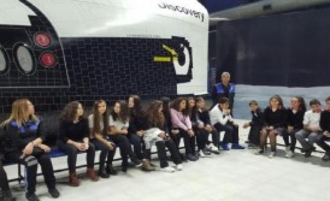 Polis 300 Çocuğu Uzay Kampı'na Götürdü