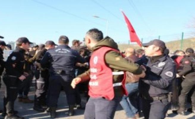 İşçilere Müdahale Etti: 33 Gözaltı