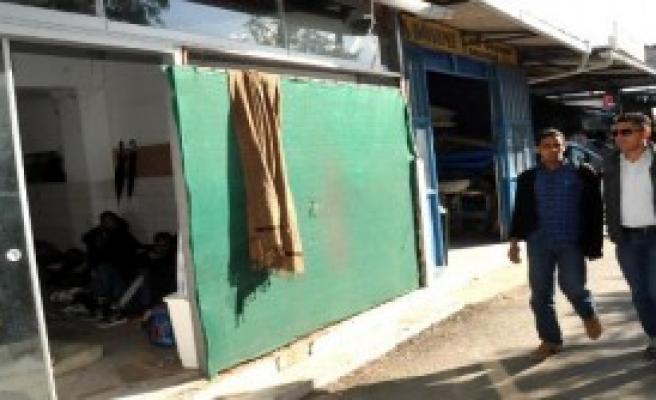 Polise Dükkan Dolusu Kaçak Sürprizi