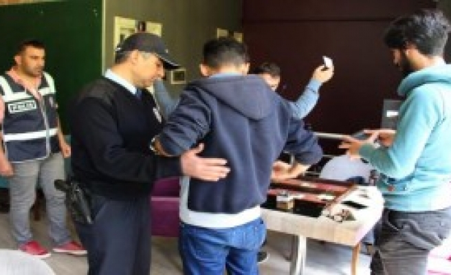 Polisten 'güvenli Okul, Güvenli Eğitim' Denetimi