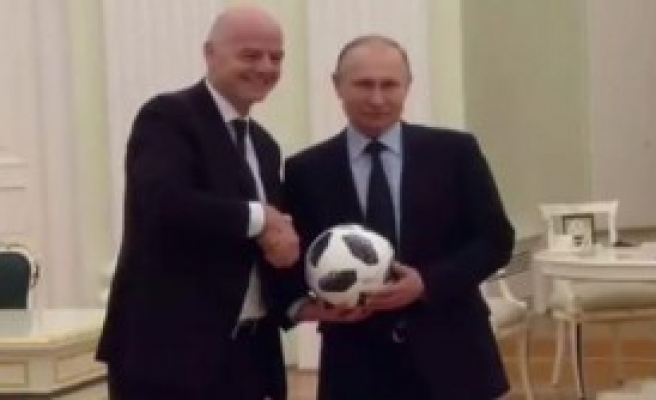 Putin Ve Infantino Futbol Oynadılar