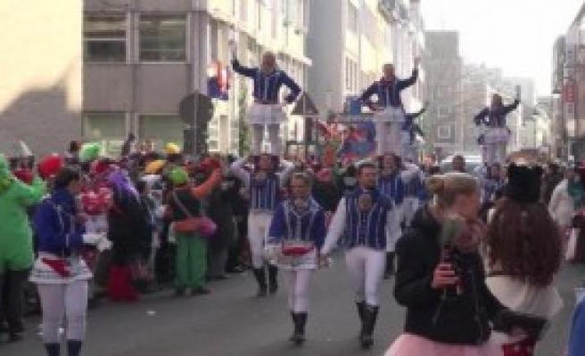 Rosenmontag Renkli Görüntülere Sahne Oldu