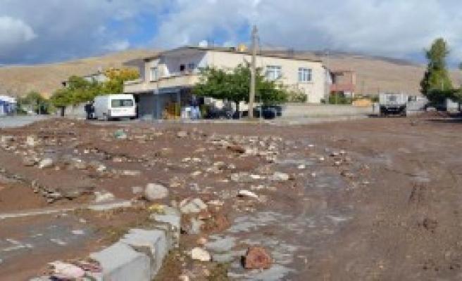 Yağışlar Adilcevaz'da Hasara Neden Oldu