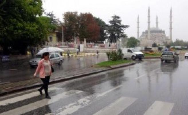 Sağanak Yağmur Edirne'de Etkili Oldu