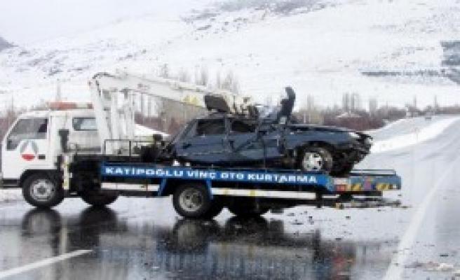 Sandıklı'da Kaza: 1 Ölü, 2 Yaralı