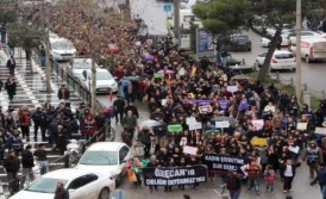 Polisler Siyah Kurdele Taktı