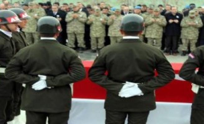 Şehit Asker İçin Tören