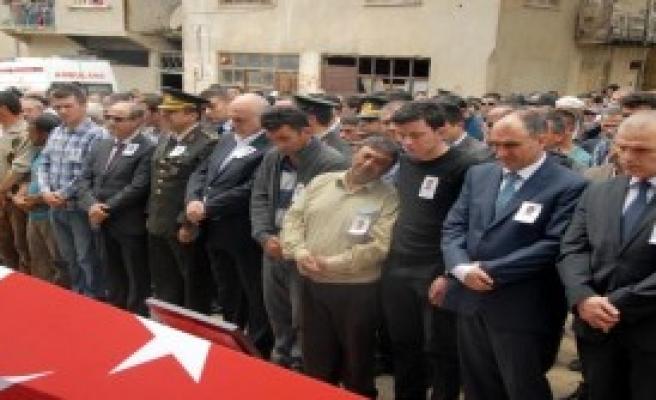 Şehit Polis Memuru Toprağa Verildi