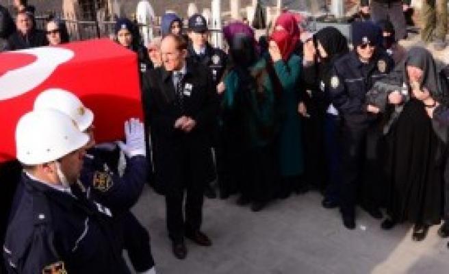 Şehit Polisi Erzurum'da 5 Bin Kişi Uğurladı