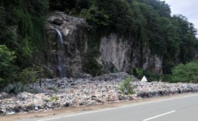 Sel Suları Kaçak Çöp Dağını Ortaya Çıkardı