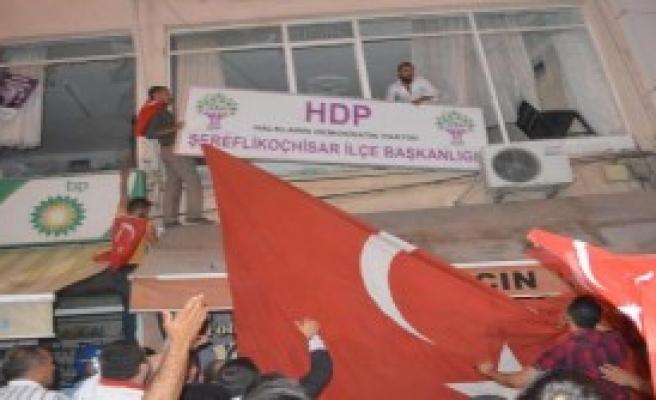 Ankara'da HDP'ye Saldırı