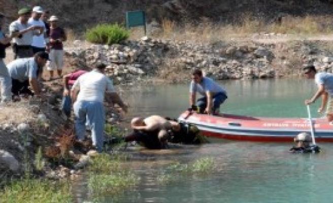Gölete Giren İki Kuzenden Biri Boğuldu