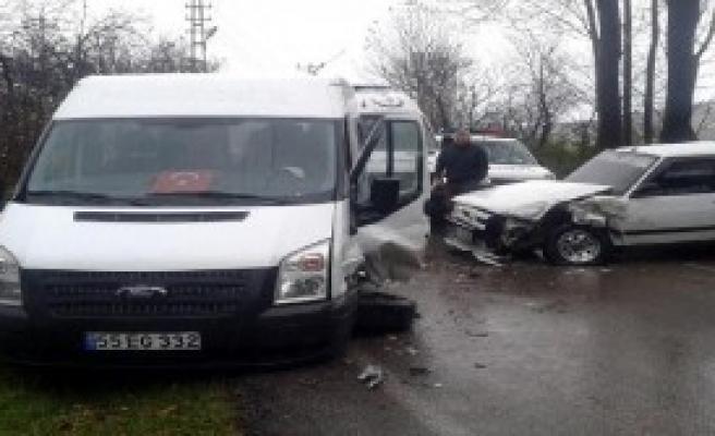 Servis Kazası: 3'ü Öğrenci 7 Yaralı