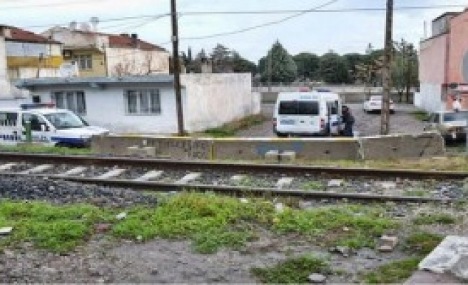 Servise Koşan İşçi Tren Altında Öldü