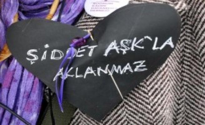 Sevgililer Günü'nde Yorgan İğneli Protesto