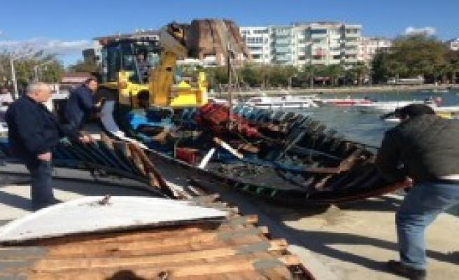 Şiddetli Lodos Tekneleri Alabora Etti