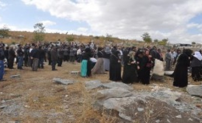 Öztunç Yüksekova'da Toprağa Verildi