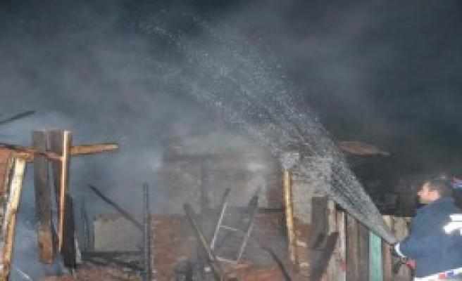 Simav'da Yangın: 1 Ölü, 1 Yaralı