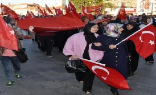 Sivas'ta 'Bayrağa Saygı' Yürüyüşü