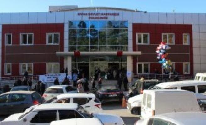 Sivas'ta Devlet Hastanesinin Kapanmaması İçin İmza Kampanyası