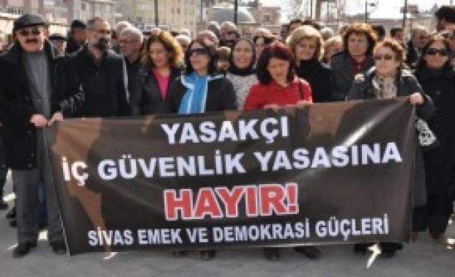 Sivas'ta 'İç Güvenlik Yasa Tasarısı' Protestosu