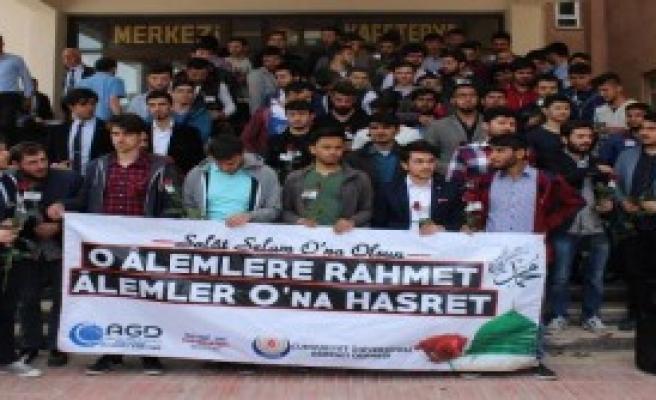 Sivas'ta 'Kutlu Doğum' Gülü Dağıtıldı