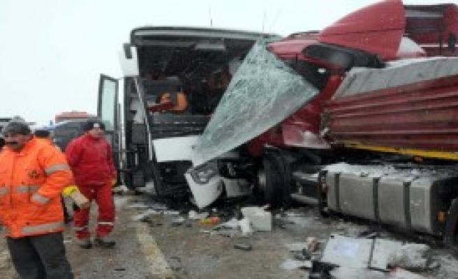 Sivas'ta Kaza: 1 Ölü 15 Yaralı
