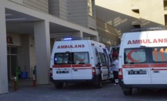 Siverek'te Minibüs Devrildi: 3 Yaralı