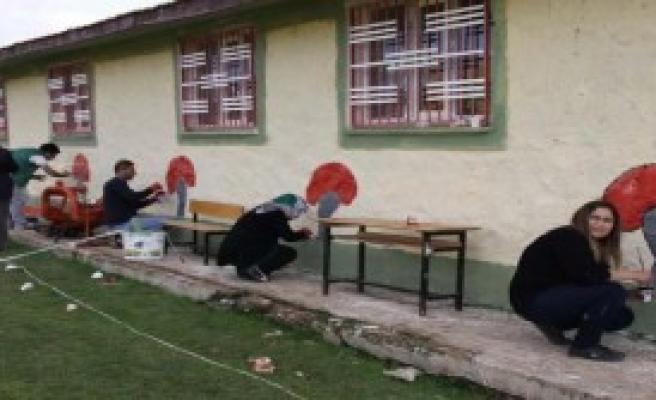 Siverek'te Öğretmenler 5 Okulu Onarıp, Boyadı