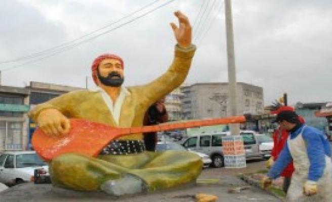 Siverek'teki Şivan Perver Heykeli Kırıldı