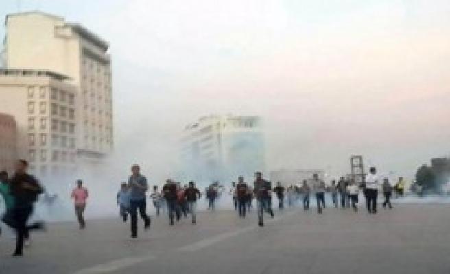 Eylemcilere Polis Müdahalesiyle Dağıtıldı