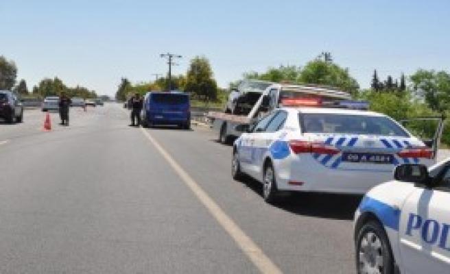 Otomobille Traktör Çarpıştı: 4 Yaralı