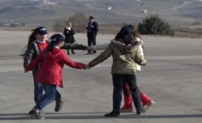 Solotürk'ten Lösemili Çocuklara Gösteri Uçuşu