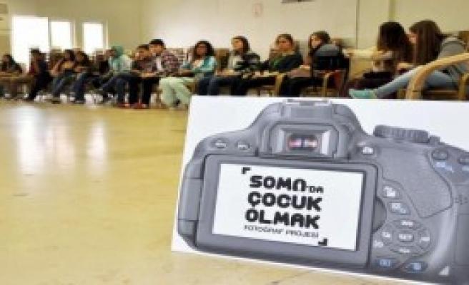 Somalı Çocuklara Fotoğraf Eğitimi
