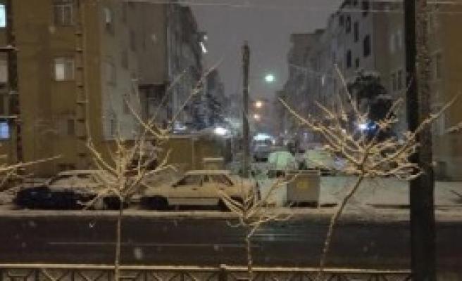 İran'da Şiddetli Kar Yağışı