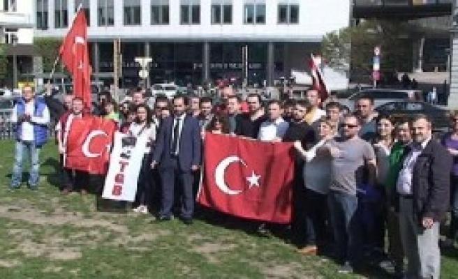 Ap Binası Önünde Türklerden Protesto