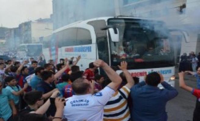 Kardemir Karabükspor'a Coşkulu Karşılama