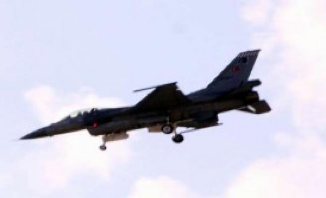 Suriye Uçakları Türk Sınırına Yaklaştı