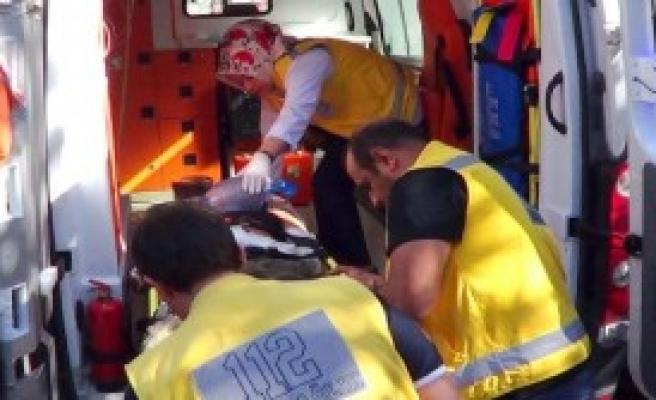 Suriyeli 4 Yaralı Akçakale'ye Getirildi