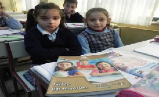 Türk Yaşıtları İle Aynı Sınıfta