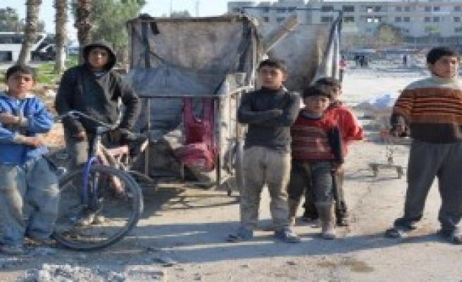 Suriyeli Çocuklar Atık Topluyor